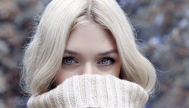 belle blonde aux yeux bleu