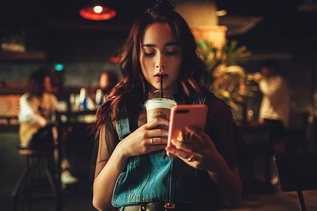 Comment draguer une fille par SMS